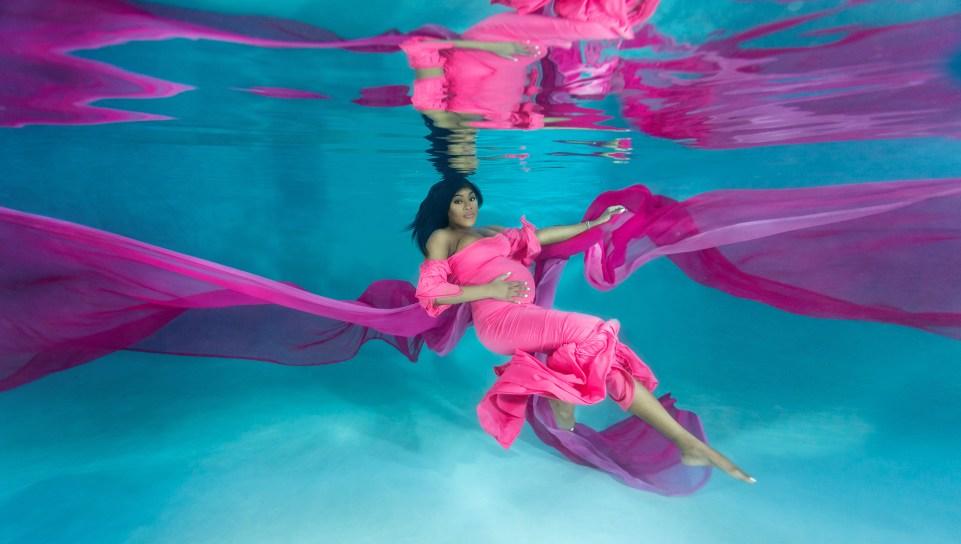 Unterwasser-Mutterschaftsfotografie